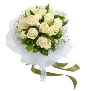 Sinop çiçekçi telefonları  11 adet benbeyaz güllerden buket