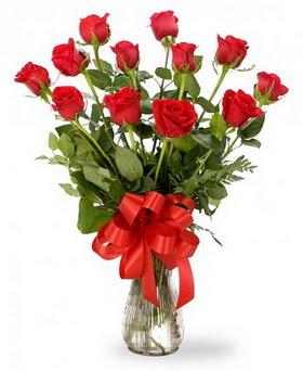Sinop çiçekçiler  12 adet kırmızı güllerden vazo tanzimi