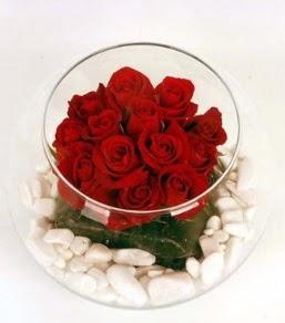 Cam fanusta 11 adet kırmızı gül  Sinop çiçekçi mağazası