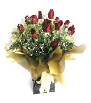 Sinop 14 şubat sevgililer günü çiçek  11 adet kirmizi gül  buketi