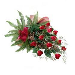 Sinop hediye sevgilime hediye çiçek  10 adet kirmizi gül özel buket çiçek siparisi