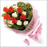 5 kirmizi 5 beyaz güllerden   Sinop hediye sevgilime hediye çiçek