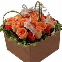 kare sandikta 11 gülllerden   Sinop online çiçek gönderme sipariş