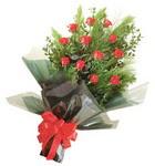 12 adet kirmizi gül buketi   Sinop online çiçek gönderme sipariş