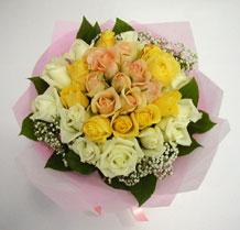 sari ve beyaz gül karisimda   Sinop çiçekçiler