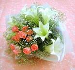 Sinop hediye çiçek yolla  lilyum ve 7 adet gül buket
