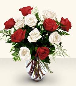 Sinop çiçek mağazası , çiçekçi adresleri  6 adet kirmizi 6 adet beyaz gül cam içerisinde