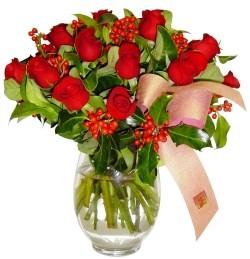 Sinop online çiçek gönderme sipariş  11 adet kirmizi gül  cam aranjman halinde