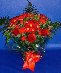 Sinop çiçek siparişi vermek  3 adet kirmizi gül ve kir çiçekleri buketi