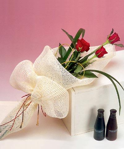 3 adet kalite gül sade ve sik halde bir tanzim  Sinop 14 şubat sevgililer günü çiçek
