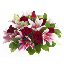 güller ve kazablnaklardan aranjman  Sinop güvenli kaliteli hızlı çiçek
