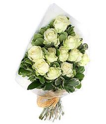 Sinop çiçekçi telefonları  12 li beyaz gül buketi.