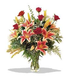 Sinop çiçek yolla , çiçek gönder , çiçekçi   Pembe Lilyum ve Gül