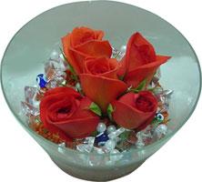 Sinop kaliteli taze ve ucuz çiçekler  5 adet gül ve cam tanzimde çiçekler