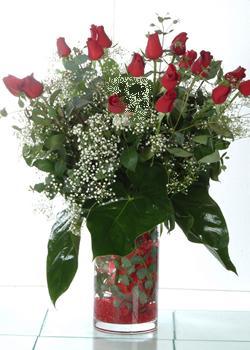 Sinop çiçek yolla  11 adet kirmizi gül ve cam yada mika vazo tanzim
