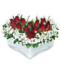 Sinop 14 şubat sevgililer günü çiçek  mika kalp içerisinde 9 adet kirmizi gül