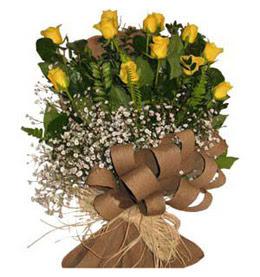 Sinop hediye çiçek yolla  9 adet sari gül buketi