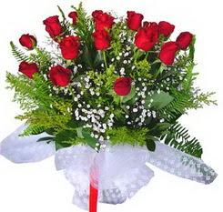 Sinop internetten çiçek satışı  12 adet kirmizi gül buketi esssiz görsellik