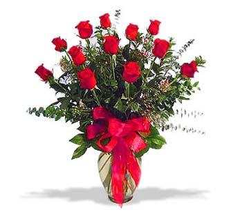 çiçek siparisi 11 adet kirmizi gül cam vazo  Sinop hediye sevgilime hediye çiçek
