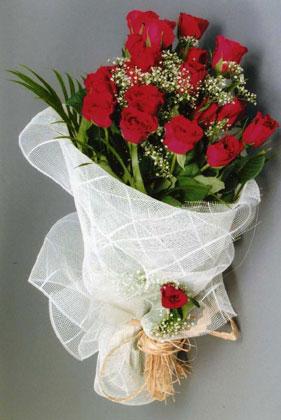10 adet kirmizi güllerden buket çiçegi  Sinop çiçek gönderme