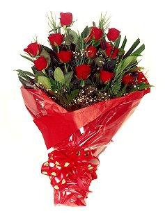 12 adet kirmizi gül buketi  Sinop uluslararası çiçek gönderme