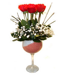 Sinop uluslararası çiçek gönderme  cam kadeh içinde 7 adet kirmizi gül çiçek