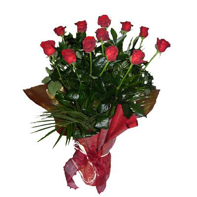 12 adet kirmizi güllerden buket çiçegi