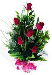 Sinop çiçek yolla  5 adet kirmizi gül buketi hediye ürünü