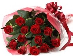 Sinop güvenli kaliteli hızlı çiçek  10 adet kipkirmizi güllerden buket tanzimi