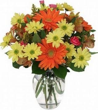 Sinop yurtiçi ve yurtdışı çiçek siparişi  vazo içerisinde karışık mevsim çiçekleri