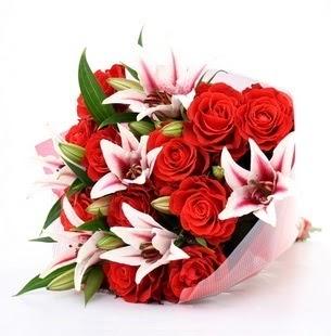 Sinop anneler günü çiçek yolla  3 dal kazablanka ve 11 adet kırmızı gül