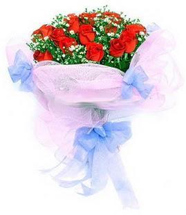 Sinop cicek , cicekci  11 adet kırmızı güllerden buket modeli