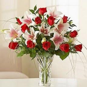 Sinop İnternetten çiçek siparişi  12 adet kırmızı gül 1 dal kazablanka çiçeği