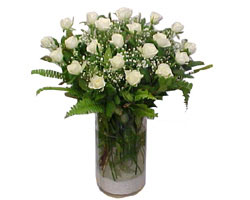 Sinop çiçek gönderme  cam yada mika Vazoda 12 adet beyaz gül - sevenler için ideal seçim