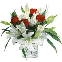 vazo içerisinde 4 gül 1 adet kazablanka  Sinop hediye sevgilime hediye çiçek