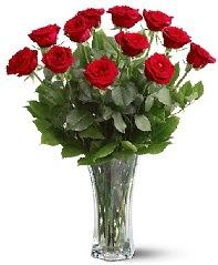 11 adet kırmızı gül vazoda  Sinop 14 şubat sevgililer günü çiçek