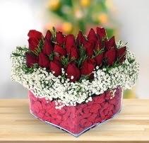 15 kırmızı gülden kalp mika çiçeği  Sinop internetten çiçek satışı