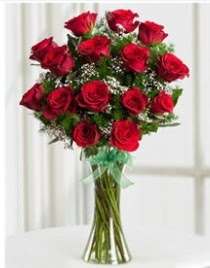 Cam vazo içerisinde 11 kırmızı gül vazosu  Sinop güvenli kaliteli hızlı çiçek