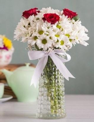 Papatya Ve Güllerin Uyumu camda  Sinop ucuz çiçek gönder