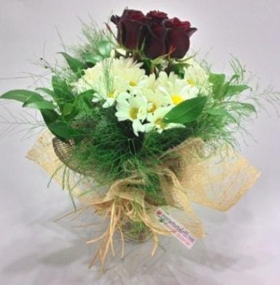 5 adet kırmızı gül ve kırızantem buketi  Sinop çiçek online çiçek siparişi
